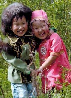 Yakut Türklerinden, hayat dolu çocuklar.