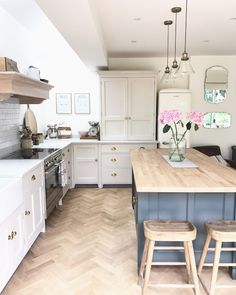 Tips, tricks, together with resource for obtaining the very best result as well as ensuring the maximum utilization of Small Kitchen Renovation Barn Kitchen, Diy Kitchen Decor, New Kitchen, Small Kitchen Diner, Country Kitchen Flooring, Kitchen Ideas, Modern Country Kitchens, Nautical Kitchen, Kitchen Islands