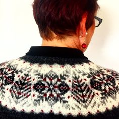 "89 Synes godt om, 1 kommentarer – Shetland Wool Week (@shetlandwoolweek) på Instagram: ""Happy #FairIsleFriday everyone! We spotted this lovely Fair Isle yoke today and couldn't help but…"""