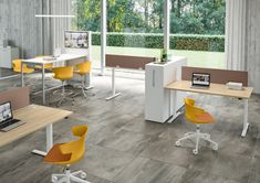 UP & UP - Designer Desks from Quadrifoglio Group ✓ all information ✓ high-resolution images ✓ CADs ✓ catalogues ✓ contact information ✓. Lift Table, Work Station Desk, Office Environment, Outdoor Furniture Sets, Outdoor Decor, Corner Desk, Office Table, Table Desk, Desks