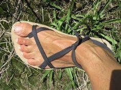 ⊱✿ Barfußsandalen ✿⊰ Tarasoles / Huaraches - YouTube Felt Shoes, Sock Shoes, Shoe Boots, Running Sandals, Zero Drop Shoes, Homemade Shoes, Barefoot Shoes, Barefoot Running, Flipflops
