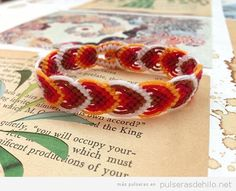 How to make the Leaves bracelet friendship bracelet tutorial added by Adik. Friendship Bracelets Tutorial, Friendship Bracelet Patterns, Bracelet Tutorial, Macrame Bracelet Diy, Macrame Jewelry, Macrame Design, Braided Bracelets, Schmuck Design, Jewelry Crafts