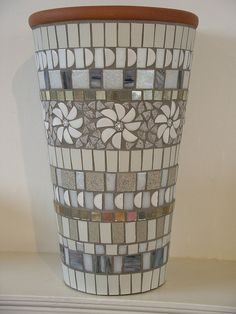 White and grey mosaic pot made with vitreous glass tiles, ceramic tiles, millefiori and silver mirror Más Mosaic Planters, Mosaic Garden Art, Mosaic Vase, Mosaic Flower Pots, Mirror Mosaic, Mosaic Tiles, Glass Tiles, Mosaics, Pebble Mosaic