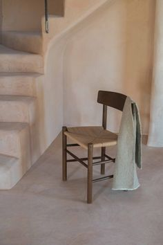 While Mogensen's Chair is reminiscent of Shaker furniture, its simple expression and use of materials reflect Mogensen's personal quest for design purity. Here featured in Finca Vecchi, Ibiza. Shaker Furniture, Grease Stains, Wood Oil, Studio Living, Wood Surface, Chair Design, Painting On Wood, Ibiza, A Table