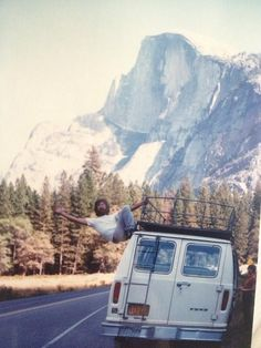 What's going on here? Fun road trip mood to this picture, I love it Adventure Awaits, Adventure Travel, Life Adventure, Chill, Vw Vintage, Fotos Goals, Hippie Life, Plein Air, Way Of Life