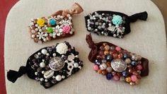 Pulserita-escapulario, bordadas a mano con  cristales y los dijes fe tu preferencia. By Moni G