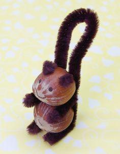 Eichhörnchen basteln aus Haselnüssen Pfeifenreiniger Anleitung DIY fertig 2