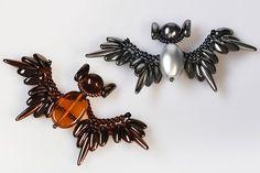 Pendant beaded bat - Instructions from PRECIOSA - features PRECIOSA Chilli & Thorn beads