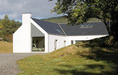 Tigh na Croit by HLM Architects gets UK Passivhaus Trust Awards House Plans Uk, House Designs Ireland, Scottish Cottages, House Cladding, House Facades, Self Build Houses, Building Concept, Green Architecture, Contemporary Architecture