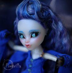 Custom Monster High Sirena Von Boo OOAK Repaint by Prescilla