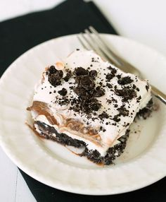No-Bake Oreo Layer Dessert / Made this last night & it was super easy...all you need is oreos, cream cheese, powdered sugar & a batch of chocolate pudding. #sweets #dessert