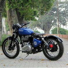 Royal Enfield Website # Royalenfield – Royal enfield – – About Cafe Racers Enfield Bike, Enfield Motorcycle, Bobber Motorcycle, Motorcycle Style, Motorcycle Design, Women Motorcycle, Cafe Racer Bikes, Cafe Racers, Vintage Motorcycles