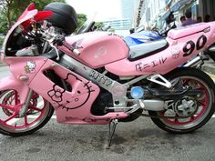 look at this Hello Kitty bike, omg i totally want this... @Kayla Otey
