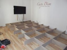 Detaillierte Anleitung mit Bildern für den Bau eines Wohnzimmer Podest. Mit dieser Anleitung bist du selbst in der Lage, dein eigenes Podest zu bauen...