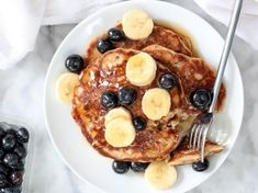 Our usual morning rush means that we can only dream about having the time to make and eat a delicious and nicely served breakfast — it simply takes too much time to cook. No doubt all of us prefer an extra hour of sleep to breakfast. Mexican Food Recipes, Healthy Recipes, Banana, Home Food, Breakfast Recipes, French Toast, Healthy Eating, Healthy Food, Brunch