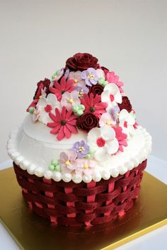 ButterSugarCream - Cupcakes and Delectables by Gerry: The Giant Cupcake Flowers Cupcakes, Flower Cupcake Cake, Big Cupcake, Giant Cupcake Cakes, Fun Cupcakes, Mini Cakes, Cupcake Cookies, Cupcake Art, Cup Cakes