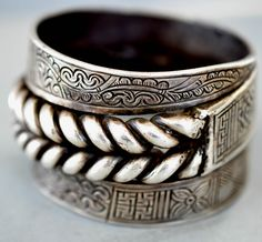 South East Asia | Large silver cuff with large twisted chain link design. | 19th century || Private collection Linda Pastorino
