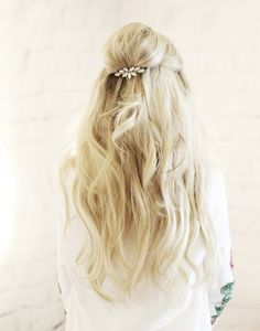 Lets crown our beautiful locks with glamorous hair piece! I am back with another gorgeous DIY styling option to help you always feel your best & look amazing. Collaborating with Scunci to help …