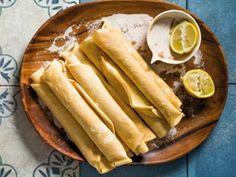 Klassieke SA pannekoek | Traditional SA pancakes Oven Chicken Recipes, Dutch Oven Recipes, Baking Recipes, Bread Recipes, Dessert Recipes, South African Dishes, South African Recipes, Heritage Recipe, Jamaican Recipes