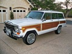 1988 Jeep Grand Wagoneer for sale - Classic car ad from CollectionCar.com.