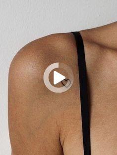 30 Small Minimalistic Tattoo Ideas & Information - Brighter Craft Simple Forearm Tattoos, Wrist Tattoos For Women, Small Wrist Tattoos, Tattoos For Women Small, Small Tats, Small Flower Tattoos, Cool Small Tattoos, Trendy Tattoos, Henna Tattoos
