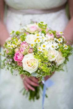 Laura and Kieren tied the knot at Blake Hall, Essex. They wanted their wedding day to have a vintage country garden feel which looked so so pretty. The flowers were amazing, roses and daisies in pinks and greens. There were bouquets and bottles filled with the blooms. They also […]