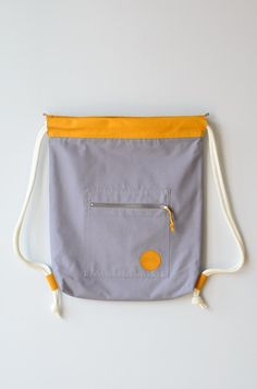 Turnbeutel in Grau/Gelb // grey and yellow gym bag, tote bag by remembermebags… Diy Bags Purses, Diy Purse, Backpack Pattern, Backpack Purse, Diy Bags From Old Clothes, Back Bag, Simple Bags, Kids Bags, Cute Bags