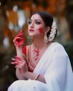 Indian Photoshoot, Saree Photoshoot, Bridal Photoshoot, Indian Wedding Couple Photography, Indian Wedding Bride, Bengali Wedding, Bengali Saree, Bengali Bride, Bengali Bridal Makeup