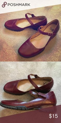 Sofft Mary Janes, 7 Size 7M, though I find the fit somewhat narrow. Gently used. Leather upper. Sofft Shoes