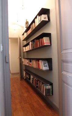Corridors narrow long dark Here are some simple tips to give – Bookshelf Decor Narrow Bookshelf, Cheap Bookshelves, Built In Bookcase, Bookcases, Diy Bookshelf Design, Bookshelf Makeover, Bookshelf Ideas, Small Spaces, Sweet Home