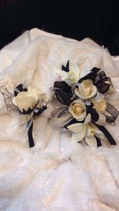 Hen House Designs is a full service silk florist in Denham Springs, LA specializing in wedding flowers and prom corsages, wreaths, holiday decorating and more. Gold Corsage, Prom Corsage, Corsage And Boutonniere, Wrist Corsage, Boutonnieres, Prom Flowers, Bridal Flowers, Gold Prom Dresses, Dance Dresses