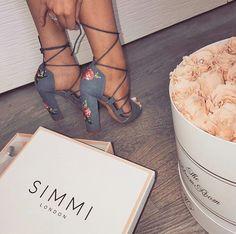 1 5 d a r l i n g Cute Shoes, Me Too Shoes, Fancy Shoes, Pretty Shoes, Simmi Shoes, Shoes Sneakers, Shoes Heels, Crazy Shoes, Dream Shoes