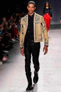 Runway: Balmain X H&M Collection - Male Fashion Trends H&m Fashion, Fashion Show, Fashion Trends, Latex Fashion, Fashion Vintage, Korean Fashion, H&m Collaboration, Balmain Men, Balmain Paris