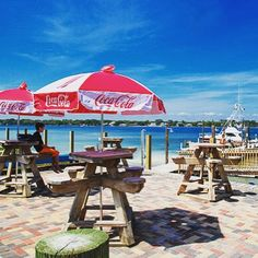 Okaloosa Island Florida Restaurant Fudpuckers on the Bay  |  Fort Walton Beach Restaurants  |  Destin Vacation on the Water |  Outdoor bar and grill  |  Florida boat rentals, jet ski rentals