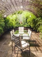 10 Jaw-Dropping NYC Apartments With Incredible Outdoor Spaces #refinery29  http://www.refinery29.com/nyc-apartments-outdoor-patio-balcony