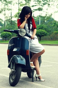 Modern Vespa : Your new daily respectable, clothed scooter girls Piaggio Vespa, Lambretta Scooter, Vespa Scooters, Vespa Girl, Scooter Girl, Motos Vespa, Classic Vespa, Pin Up, Motorcycle Rallies