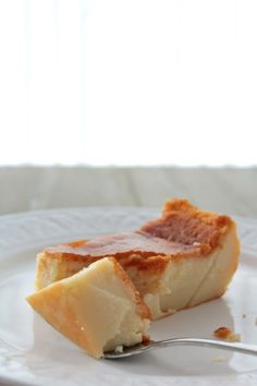 "Recipe for Basque style crustless custard tart: ""Pastel de Arroz"" Delicious Desserts, Dessert Recipes, Yummy Food, Spanish Desserts, Spanish Food, Basque Food, Sweet Pie, Latin Food, International Recipes"