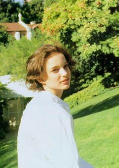 Photo of Young Natalie Portman for fans of Actresses 893542 90s Grunge Hair, Short Grunge Hair, Natalie Portman Short Hair, Natalie Portman Leon, Hair Inspo, Hair Inspiration, Nathalie Portman, Shot Hair Styles, Neue Outfits