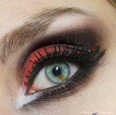Smoke and Diamonds: This is Halloween: Die Verführerin...