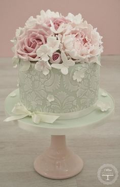 Here is today's top featured wedding cake inspiration for you to get inspired. Happy Pinning!