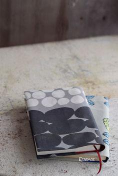 糊で貼る布ブックカバーの作り方 : 暮らしにエッセンスを