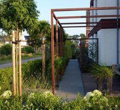 Op zoek naar inspiratie voor het inrichten van een kleine tuin? Klik hier en kom binnenkijken in deze heerlijke intieme tuin!