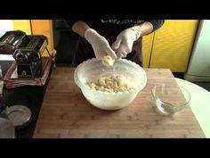 Pasta fresca all'uovo senza glutine - YouTube