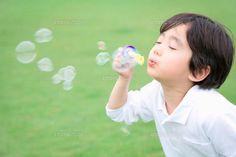 吹(ふ)く: U-verb   to blow, to play a wind instrument