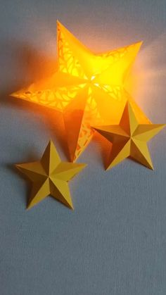 DIY Christmas Star Lights - Use two-piece paper and a small bulb to make star l. - DIY Christmas Star Lights – Use two-piece paper and a small bulb to make star lights. Save it, do - Diy Crafts Hacks, Diy Home Crafts, Diy Arts And Crafts, Christmas Crafts, Diy Projects, Creative Crafts, 5 Min Crafts, Christmas Origami, Creative Video
