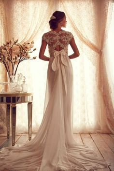 I love what Ana Campbell did to the back of the stunning wedding gown..
