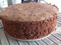 Zutaten 4 Ei(er) (Größe M oder L) 3 EL Wasser, kaltes 160 g Zucker 65 g Mehl 65 g Speisestärke 30 g Kakao 1 TL...
