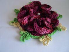 FLOR SEGREDO Produto:croche  Execução:lucia croche  Material:barbante/perola