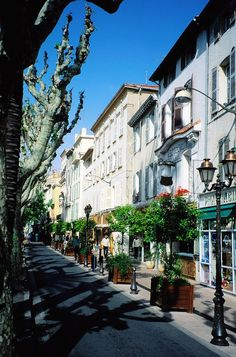 Explore alleys and pretty streets of downtown Nice,France