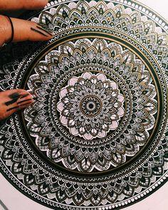 Mandala Art Lesson, Mandala Doodle, Mandala Artwork, Mandala Painting, Dot Painting, Doodle Art Drawing, Mandala Drawing, Zen Art, Ink Illustrations